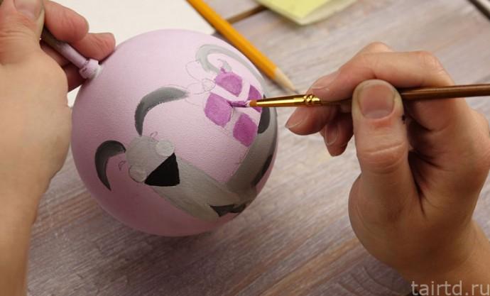 Роспись новогодних ёлочных шаров 6