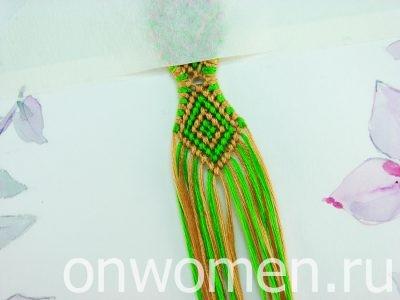 Плетеная фенечка с ромбиками