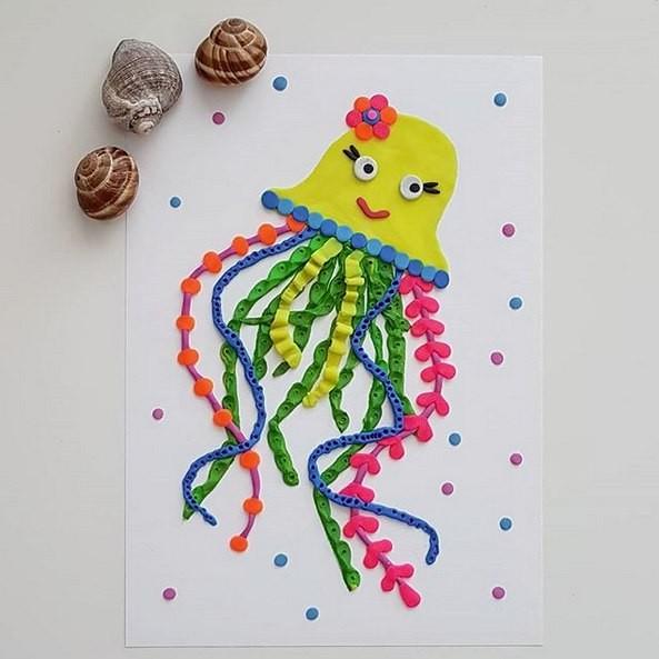Медуза, которая нарисована при помощи пластилина