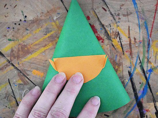 Лесной гном из цветной бумаги 2
