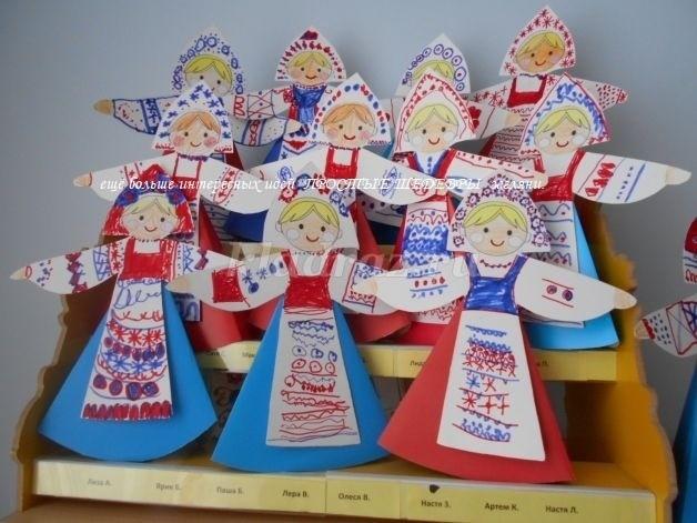 Картонная кукла в народном костюме