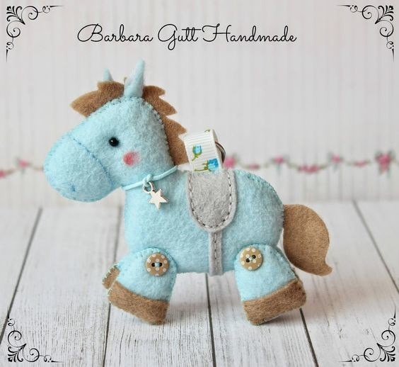 Шьем лошадок