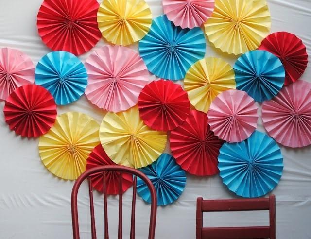 Цветочная стена детскими руками