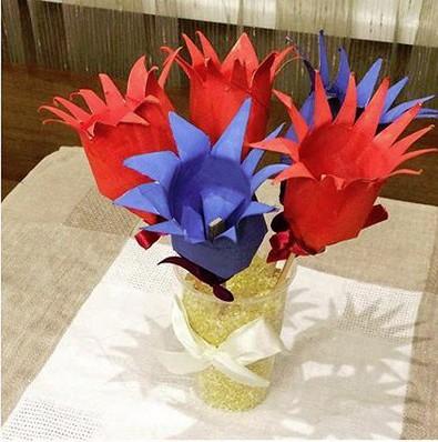 Объёмные цветы на основе картонных втулок от туалетной бумаги