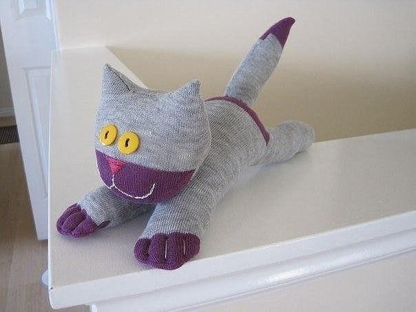 Серый котик из носков