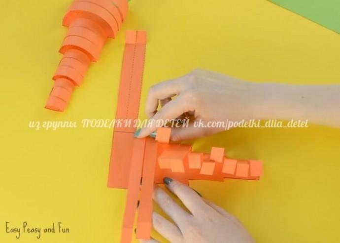 Объемная морковка из цветной бумаги
