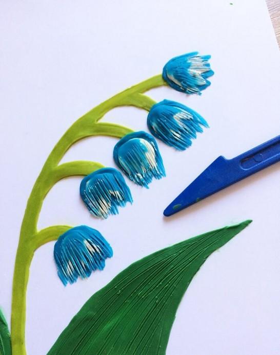 Рисуем с детьми пластилином ландыши