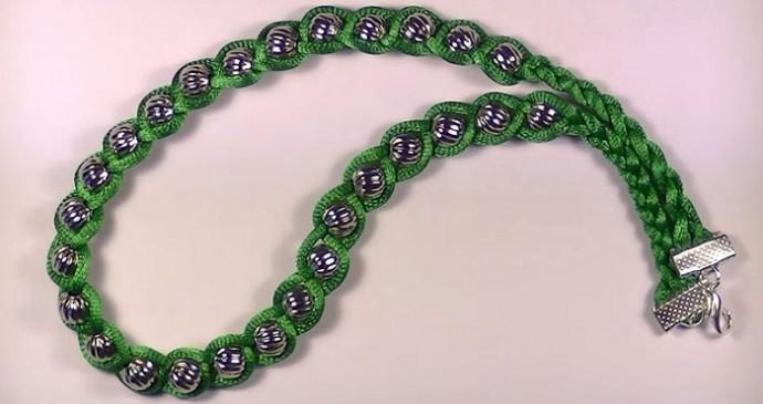 Интересный вариант плетения для любителей фенечек
