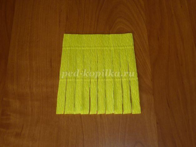 Хризантемы из гофрированной бумаги с конфеткой внутри
