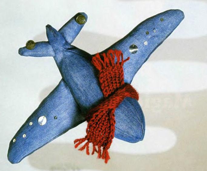 Самолетик из джинсовой ткани
