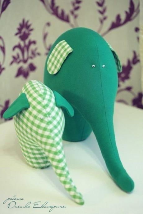 Мягкие игрушки в виде слоников
