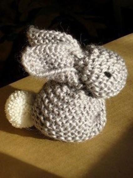 Заяц из вязаного квадрата