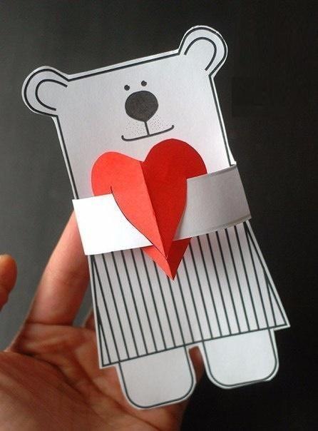 Мишка с сердцем в объятиях
