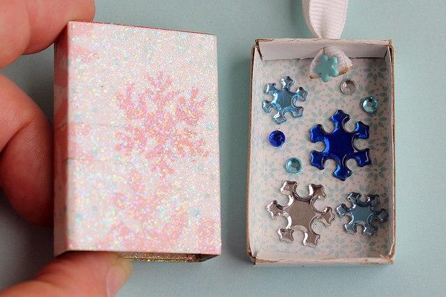 Необычные елочные игрушки из спичечных коробков 4