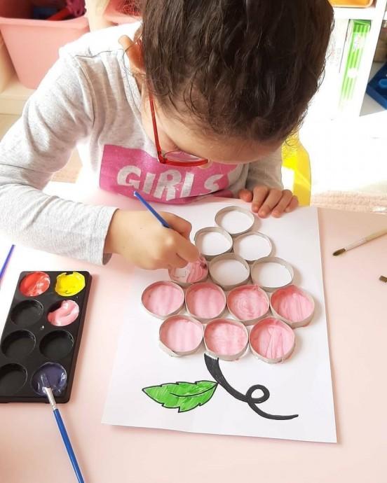 Делаем с детьми картины при помощи картонных рулончиков