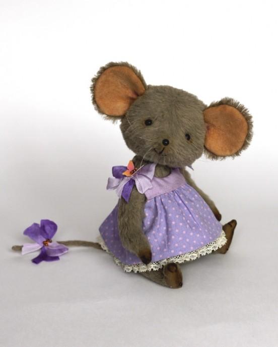 Милая мышка-норушка