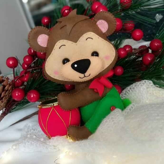 Ёлочные игрушки из фетра: медвежонок