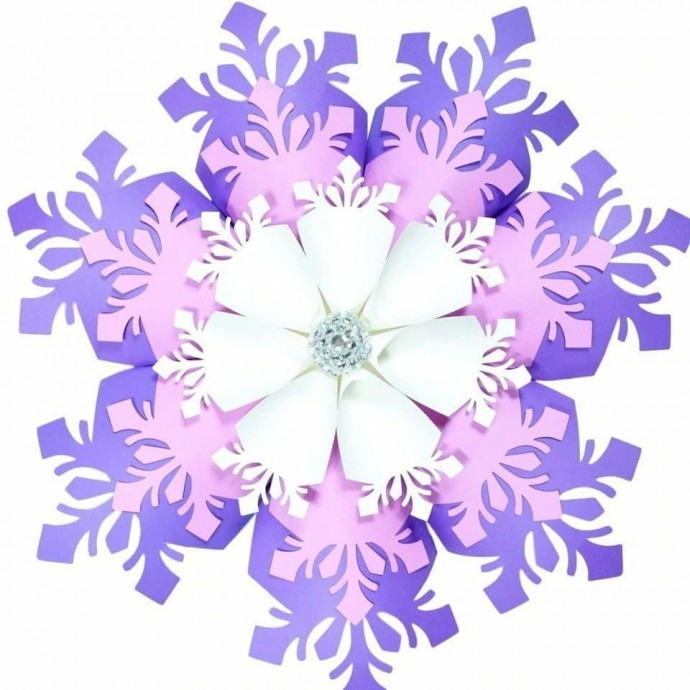 Гигантские объемные снежинки
