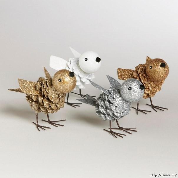 Птичка из сосновой шишки