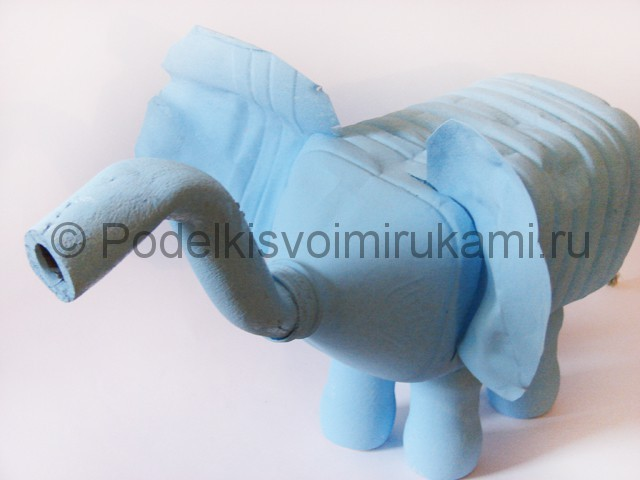 Слон из пластиковых бутылок детскими руками