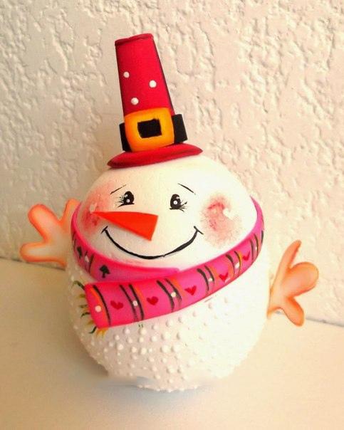 Снеговик из пенополистироловых шариков и фоамирана 0