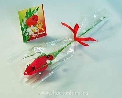 Бутон розы с конфеткой