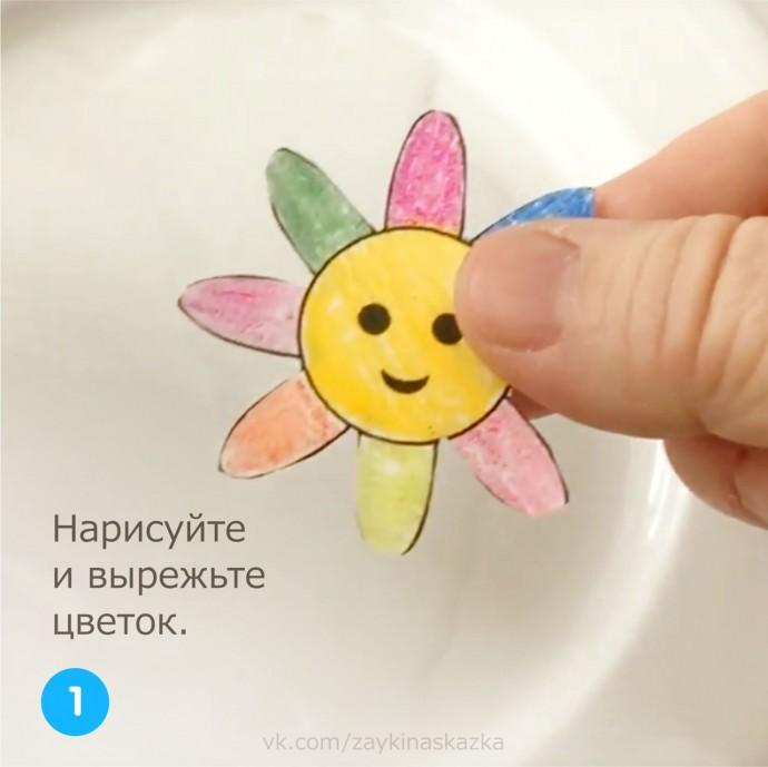 Делаем фокус с водой, которая распускается в цветочек