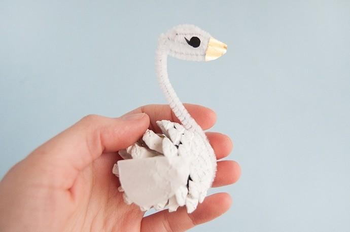 Лебеди из шишек
