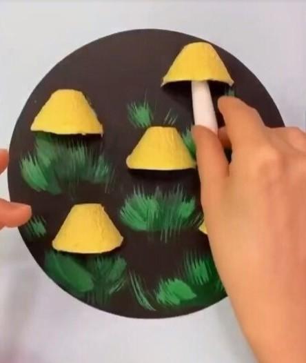 Интересная аппликация с объемными грибами