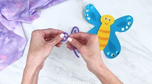 Бабочки из цветной бумаги и синельной проволоки