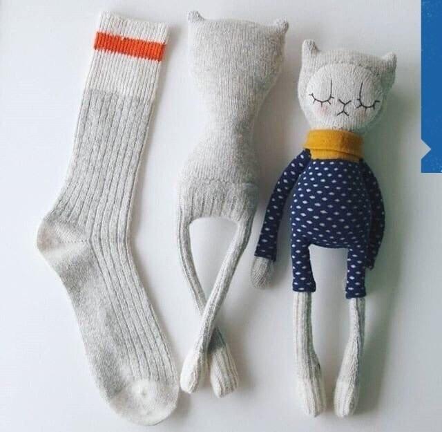 Симпатичные и простые игрушки из обычных носков: идеи для детского творчества