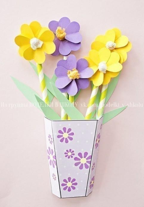 """Открытка """"Объемная ваза с цветами"""""""
