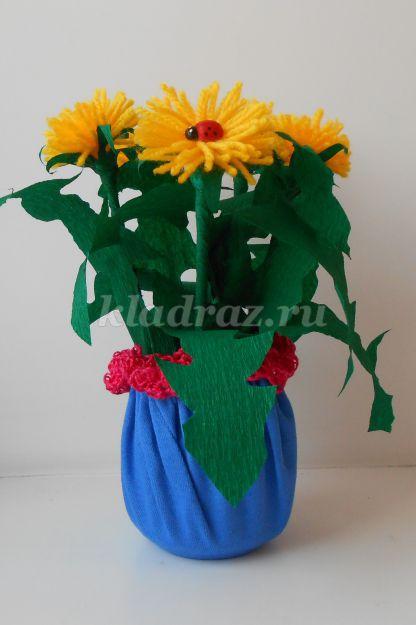 Цветы из пряжи и цветной бумаги