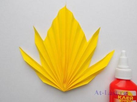 Осенний лист из бумаги