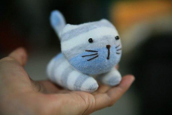 Милый котенок из носков 8