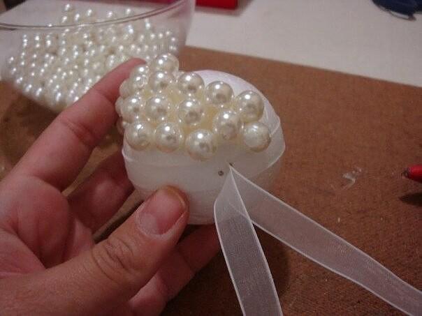 Ёлочные шары из жемчужных бусин