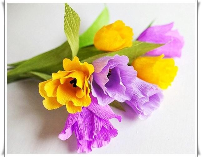 Разноцветный букетик тюльпанов из цветной гофрированной бумаги 1