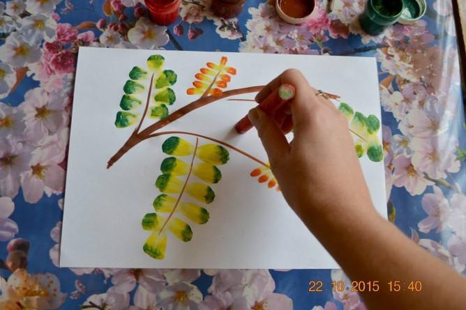Рисуем с детьми осеннюю ветку рябины