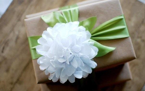 Мастер-класс по изготовлению цветка для оформления подарка