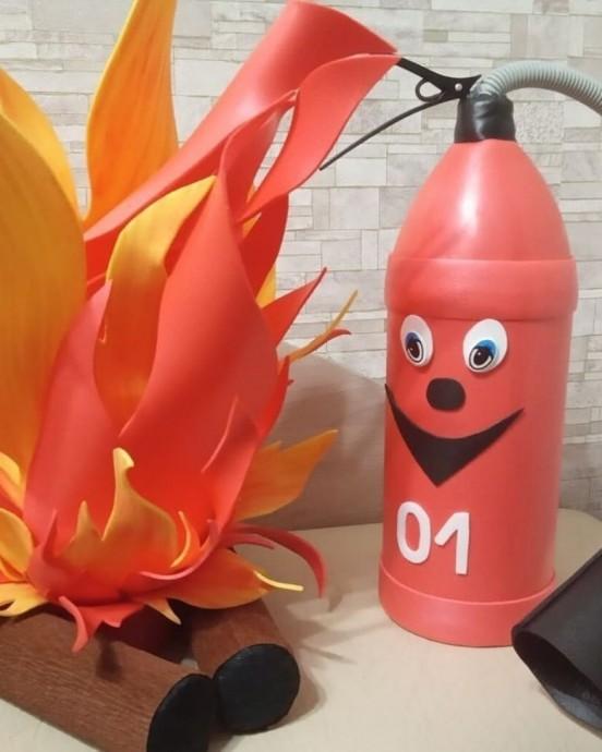 Поделка на тему пожарной безопасности: огнeтушитeль