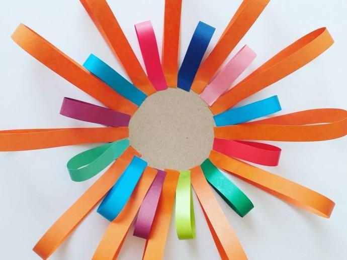 Солнышко из полосок цветной бумаги