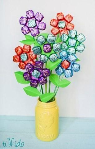 Букет из конфет детскими руками