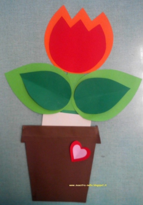 Подарочный цветочек в горшке из цветной бумаги