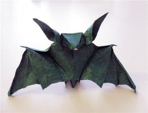 Летучая мышь в технике оригами 3