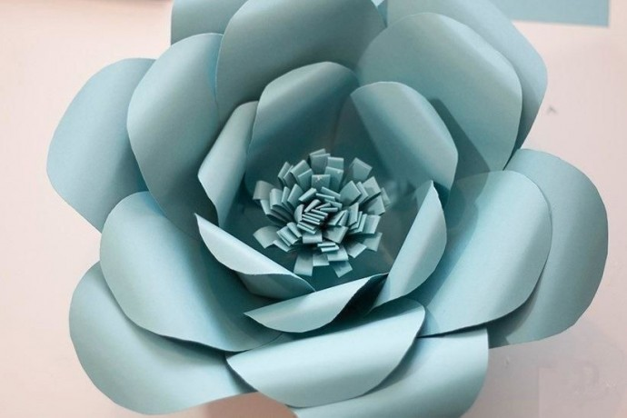 Большие цветы из бумаги