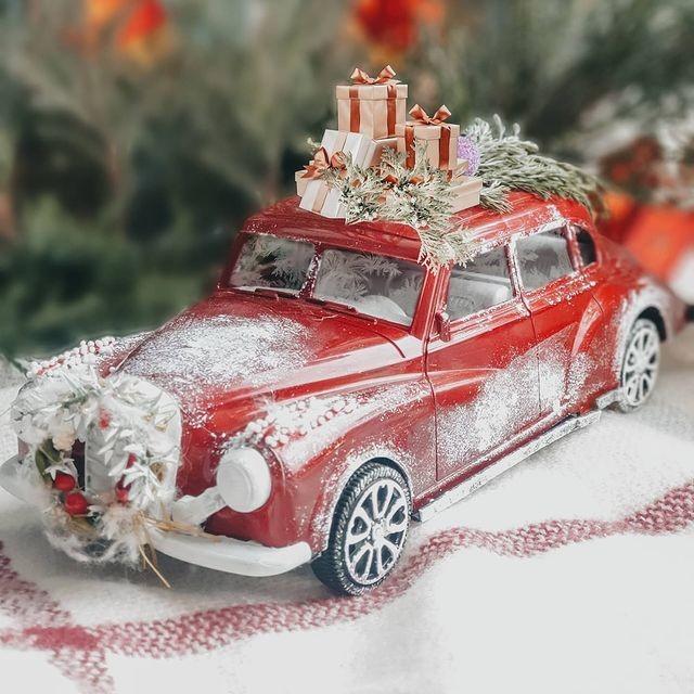Делаем с детьми заснеженную новогоднюю машинку