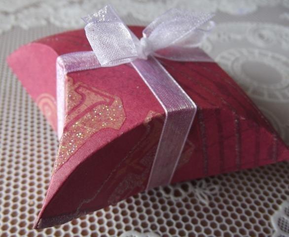 Делаем с детьми упаковку для подарка другу