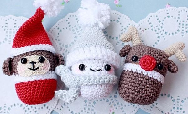 Вяжем снеговика из киндер-сюрприза на Новый год