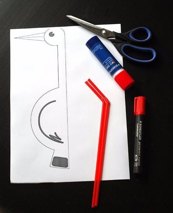 Аист из бумаги и трубочек для напитков