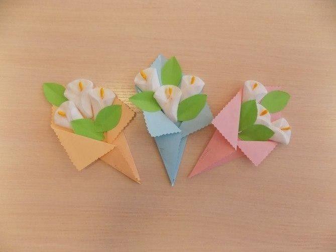 Букет цветов из бумаги и ватных дисков